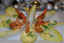 Endives filled with spicy shrimps, avocado and pineapple